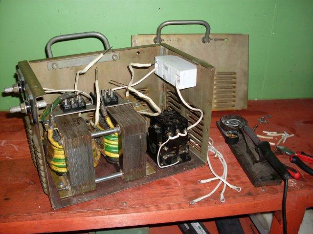 Автоматический регулятор напряжения схема